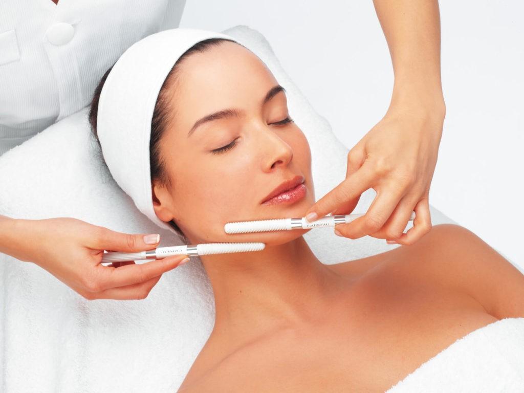 чистка лица ультразвуком в косметологии космодента
